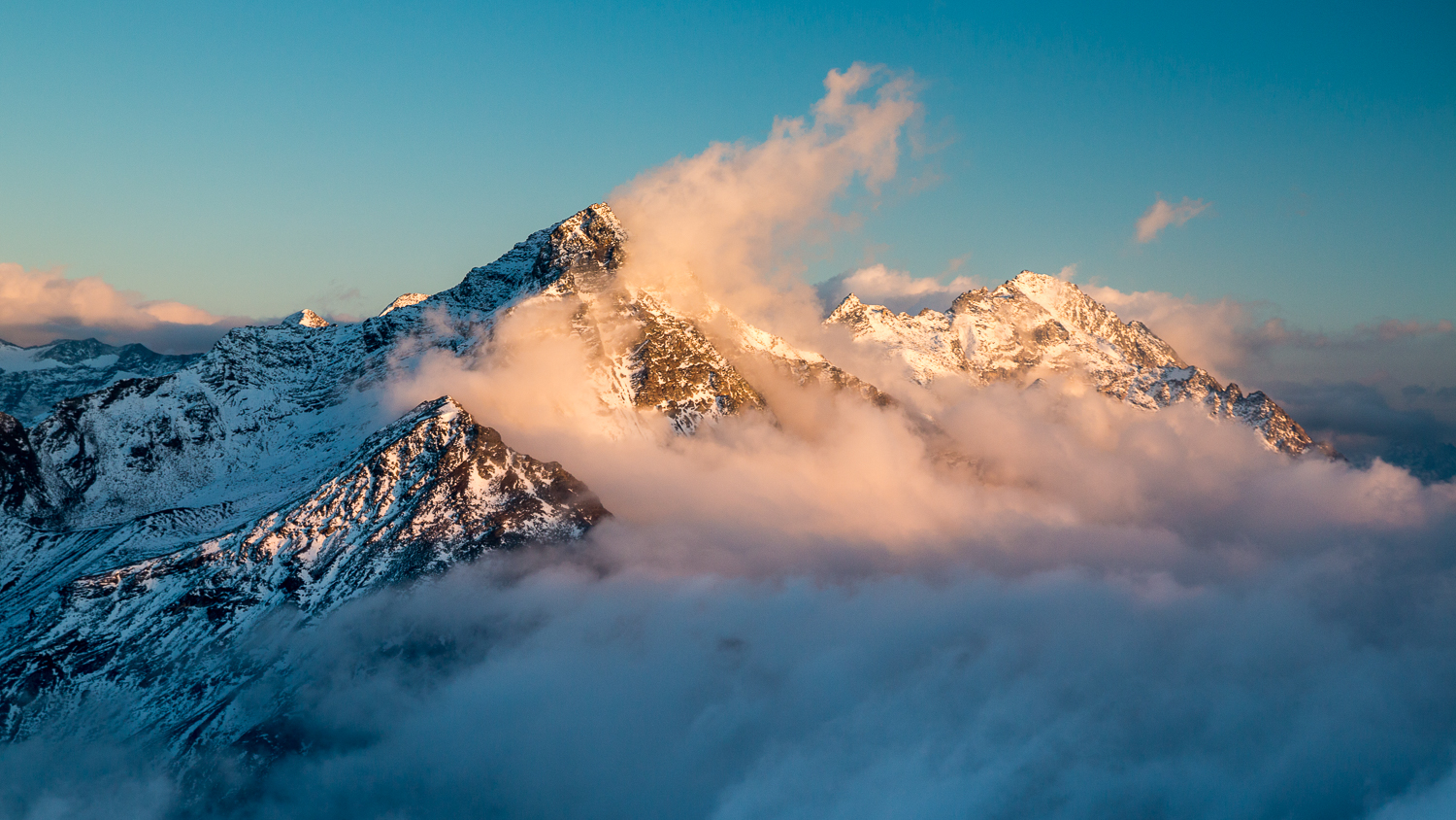 29 September 2015, Clouds over Piz Lunghin 2780m